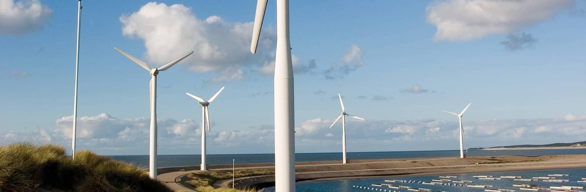 milieuwetgeving en activiteitenbesluit milieubeheer kennen voor bv. windmolens in de ruimte voor mens en milieu