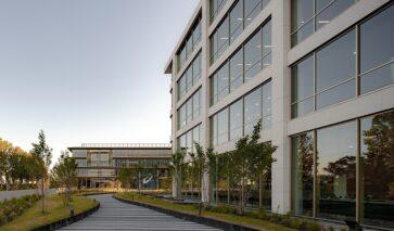 Duurzame en gezonde kantoren van ASICS en Danone