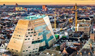 Luchtfoto van Forum Groningen