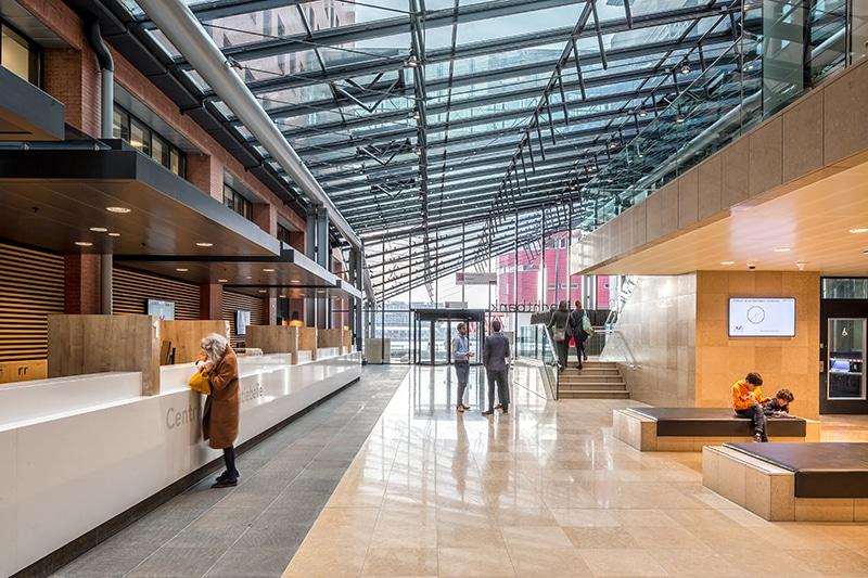 Rechtbank Rotterdam met een comfortabele en veilige ontvangstruimte
