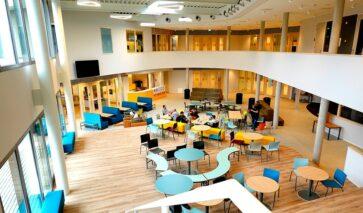Ashram College in Nieuwkoop, akoestiek, brandveiligheid, duurzaamheid
