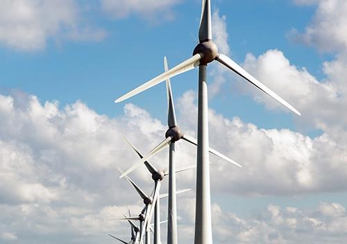 Windturbines windmolens in het landschap