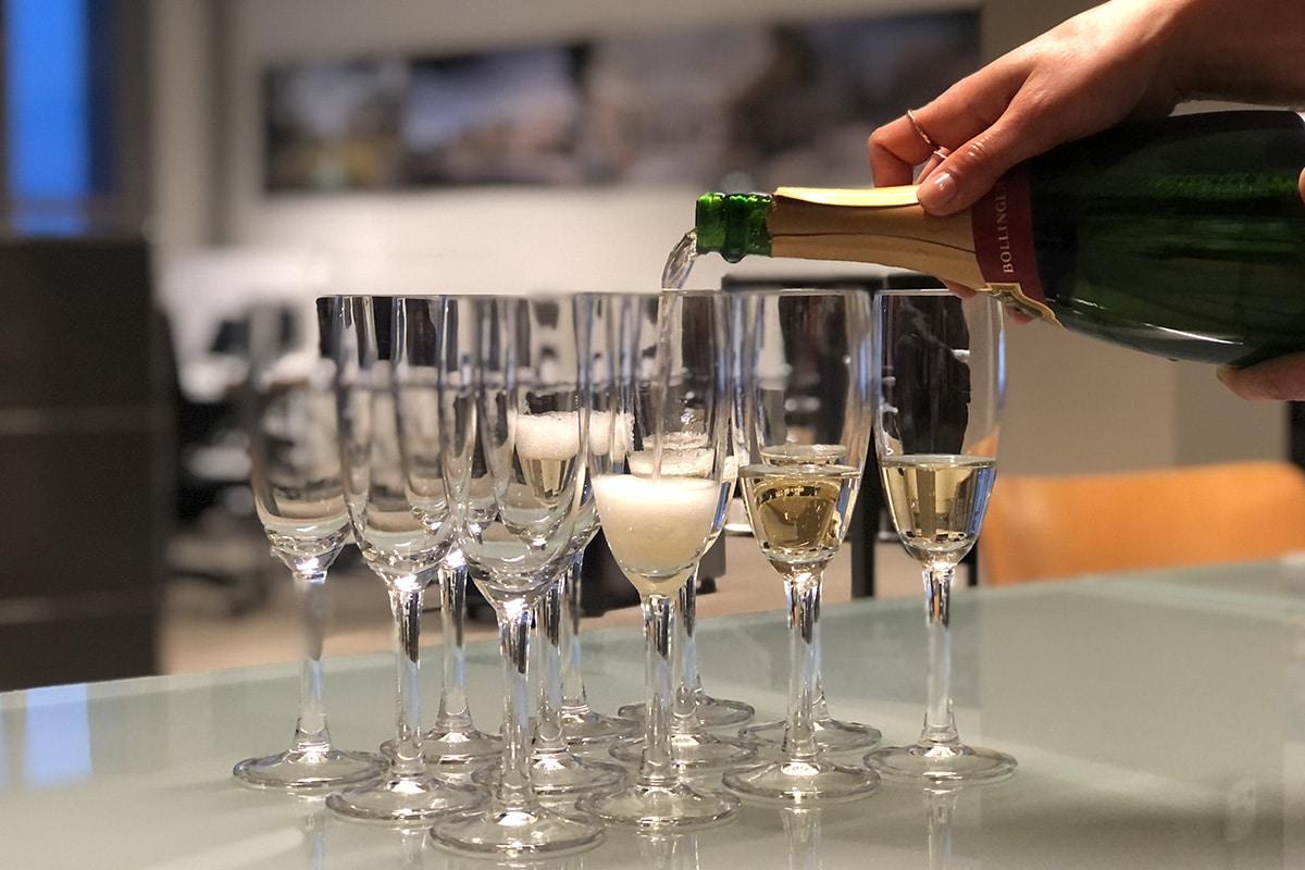 Champagne vanwege het ontwerpen van MKC Houtwijk in Den Haag